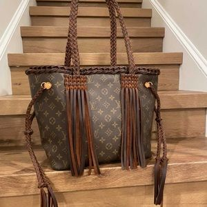 Louis Vuitton mm neverfull revamped perfect condition fringe